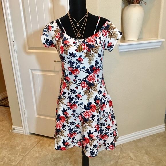 Dresses & Skirts - Floral Sundress